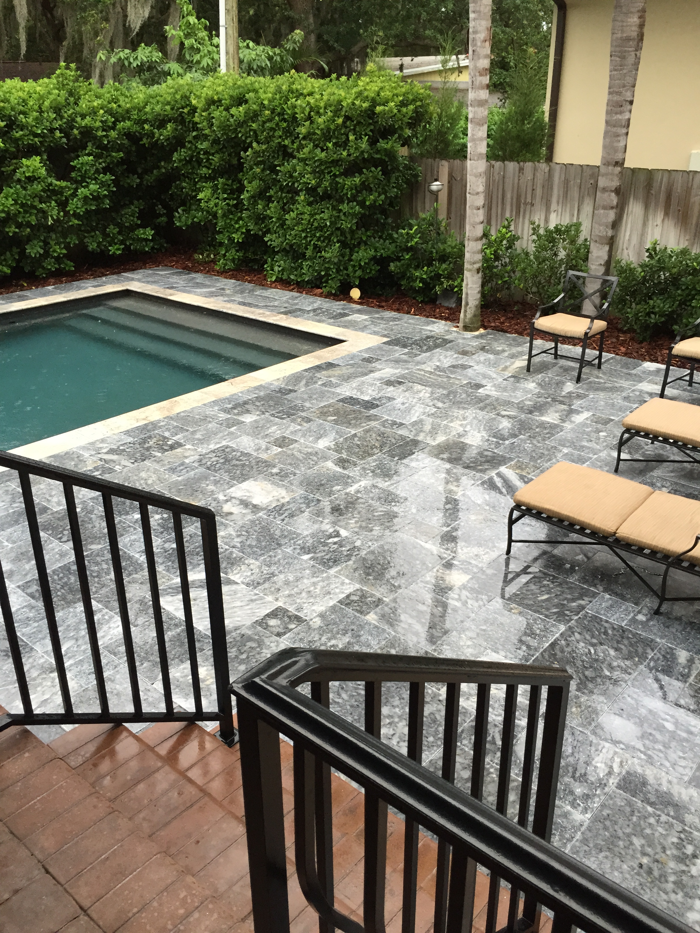 French pattern roman blend tumbled travertine paver for Best pavers for pool deck